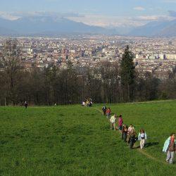 Camminata panoramica in collina verso Cascina Bert